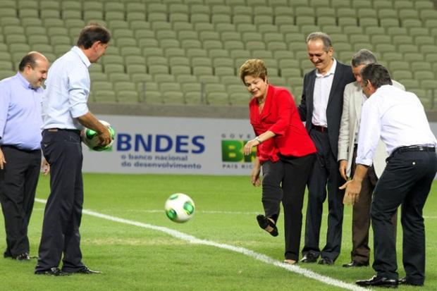 A presidenta Dilma Rousseff deu o pontapé inicial do Estádio Castelão by Glauber Queiroz/Portal da Copa/ME